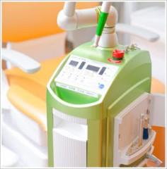 使用用途は幅広く、強い殺菌、消毒作用、治癒能力の促進、虫歯、歯周病、外科処置、口内炎、歯根の黒ずみ除去、義歯による痛みの軽減など様々な症状に用いる事ができます。